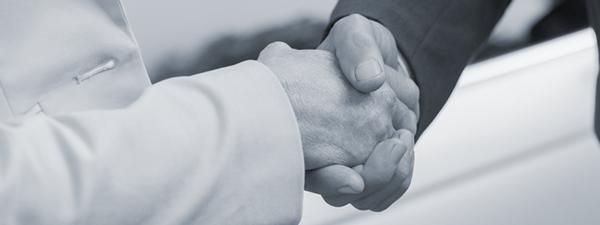 Billede af en afsluttet job ansøgning, det endelige håndtryk.